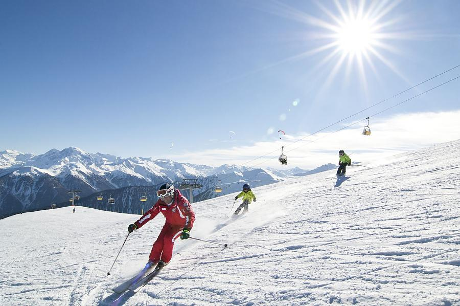 Skiing under the sun at Schöneben